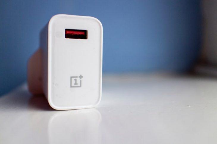 OnePlus 9-serien kommer med en oplader i kassen, bekræfter CEO